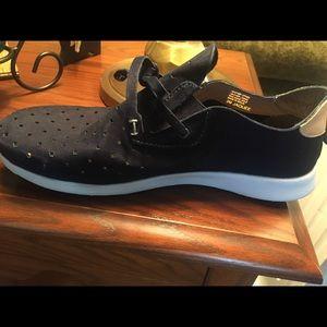 Nurture Tennis Shoes